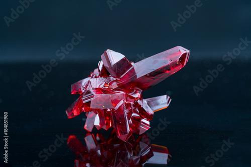 Fotomural red crystal of natural origin