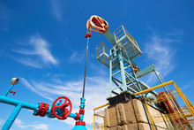 Pumpjack. A Pumpjack Is The Overground Drive For A Reciprocating Piston Pump In An Oil Well. The Arrangement Is Commonly Used For Onshore Wells Producing Little Oil.