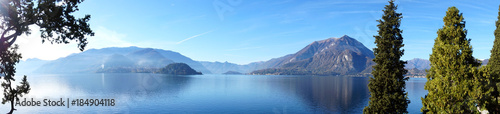 Photo Panoramic view of Lake Como from Varenna town, Italy