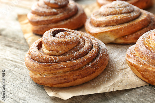 Spoed Foto op Canvas Brood Sweet cinnamon rolls on table