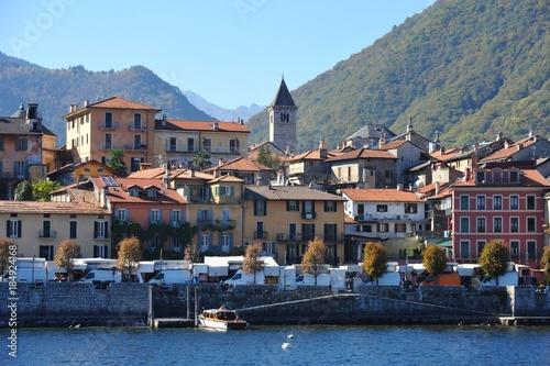 Fototapeta  Altstadt von Cannobio am Westufer des Lago Maggiore, Tessin, Italien