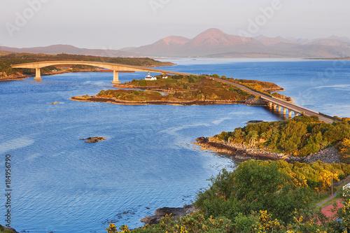 Carta da parati The bridge to Isle of Skye at sunrise - Scotland, UK