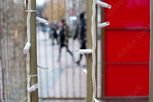Photo isolated little lights as decoration on rainy day with blurred street  backgroun