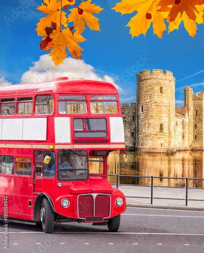 Fototapety, obrazy: Bodiam castle with double decker bus in England, UK