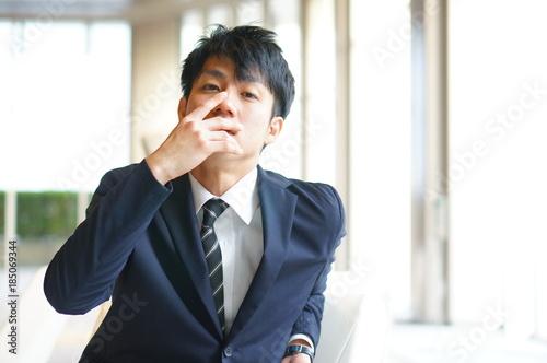Valokuvatapetti 見下す表情のビジネスマン