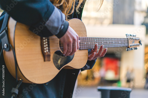 Street musician / Busker, playing guitar and singing - 185069769