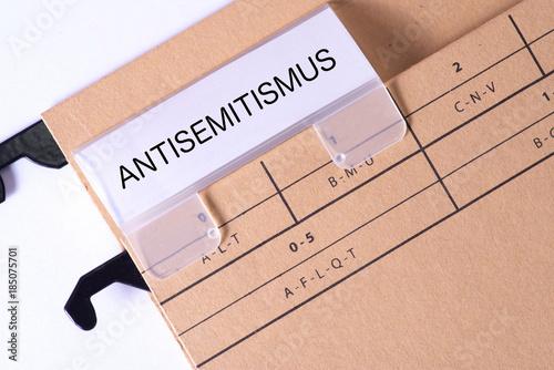 Photo Ein Ordner mit dem Aufdruck Antisemitismus