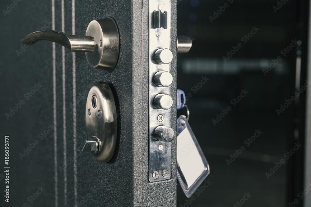 Fototapeta safety lock door