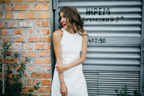 Attractive woman in the city - 185099763