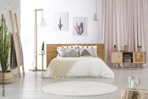 Foto auf AluDibond Boho-Stil Pastel room with big bed