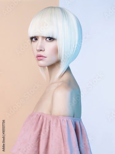 Küchenrückwand aus Glas mit Foto womenART Fashion beautiful blonde with short haircut