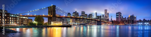 Poster New York City Brooklyn Bridge Panorama mit Manhattan Skyline im Winter