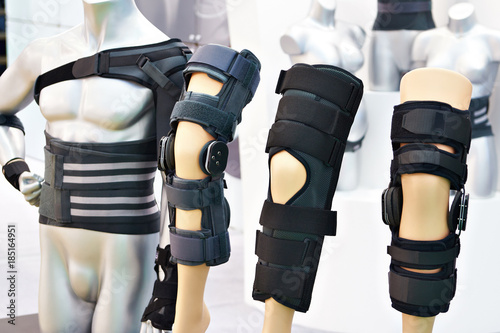 Fotografiet  Brace on knee joint with sleeve made of neoprene in store