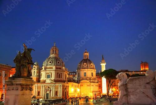 Tuinposter Oude gebouw Venice Square (Piazza Venezia) in Rome at night