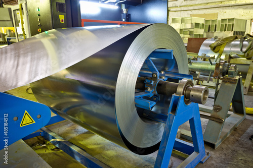 Türaufkleber Metall Roll of galvanized steel sheet for manufacturing metal pipes and tubes in the factory
