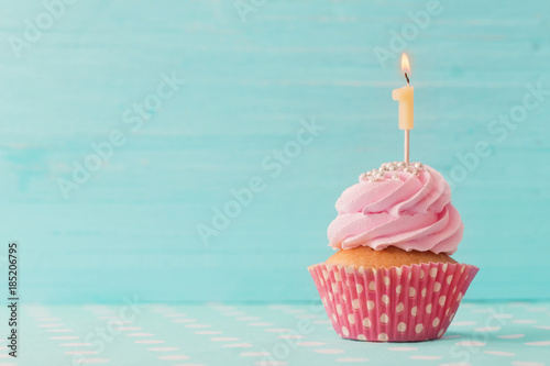 Fotomural  birthday cupcake on blue wooden background