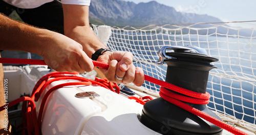 Fotografía  Young strong woman sailing the boat
