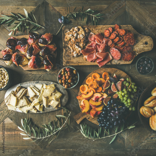 Photo  Flat-lay of holiday, party, family dinner table set with wine snacks