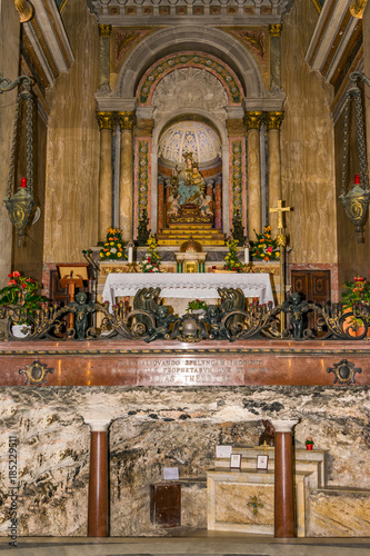 Photo Cave and altar in Stella Maris