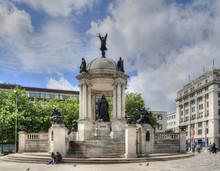 Queen Victoria Monument, Liver...
