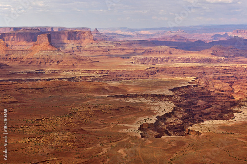 Poster de jardin Parc Naturel Aerial view of steep canyons from the top of a high mesa, Canyonlands National Park, Utah, USA