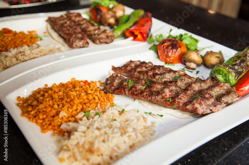 Photo Turkish adana kebap with rice