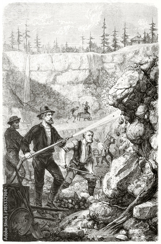 Ancient gold prospectors washing rocks with a hydraulic pump in a cave in California Fototapet