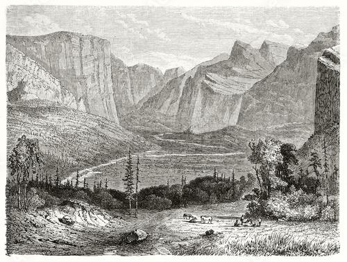 wielka-amerykanska-dolina-yosemite-kalifornia-z-swoj-silnymi-wysokimi-gorami-na-tle-stworzony-przez-huet-po-wczesniejszym-wkleslo