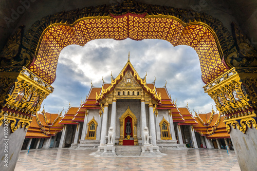 Foto op Canvas Bangkok The Arch at the Marble Temple, Wat Benchamabophit, Bangkok, Thailand.