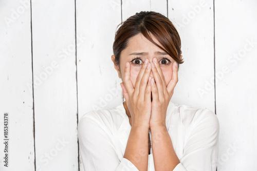Fotografía  顔を覆う女性