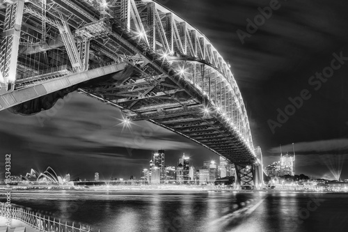 Obrazy Sydney  sy-vivid-2016-milsons-zabytki-bw
