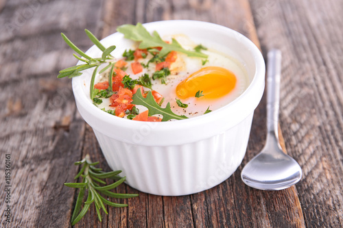 Staande foto Zuivelproducten baked egg with cream and tomato