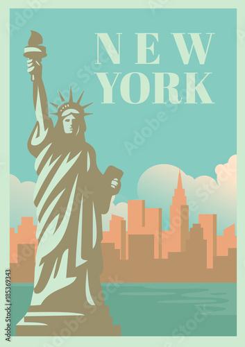 NYC i Statua Wolności z drapaczami chmur.