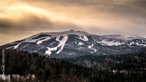 Foto op Aluminium Grijze traf. Mountain Bjelasnica in Winter