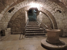 Cripta De San Antolín, Bajo L...