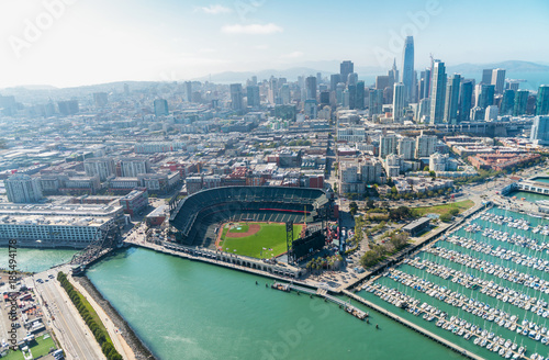Fotografía  Aerial view of San Francisco skyline on a beautiful sunny summer day