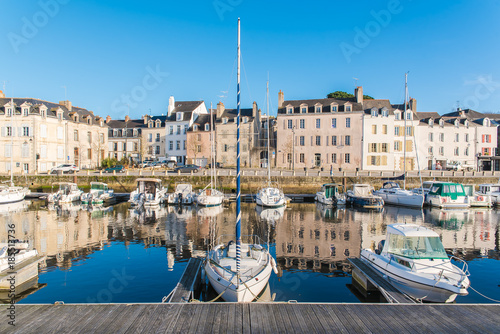 Leinwand Poster Houses and boats in the port of Vannes, magnificent city in Brittany