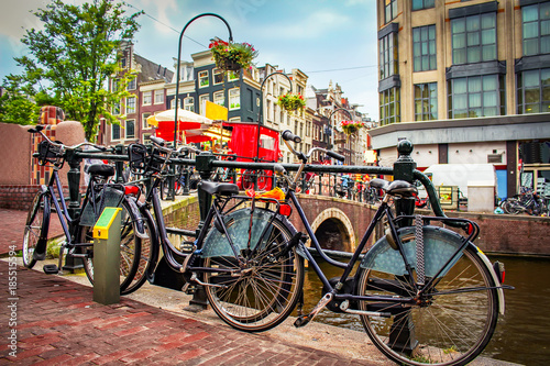 Photo  Bicycles on Amsterdam street on sunny summer day.