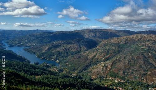Fotografie, Obraz  Vista sobre o rio Caldo