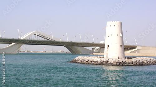 Poster Abou Dabi ABU DHABI, UNITED ARAB EMIRATES - APRIL 2nd, 2014: Horizontal shot of Sheikh Zayed Bridge