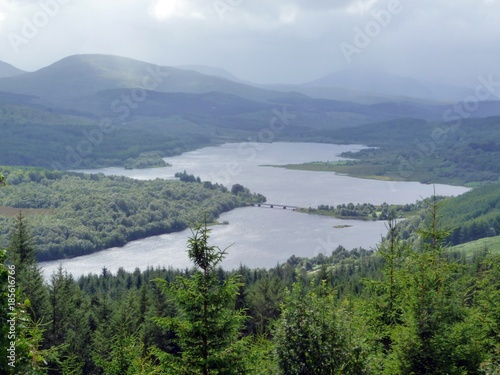 Valokuvatapetti Loch Garry, Inverness-shire - resembling a map of Scotland when viewed from this