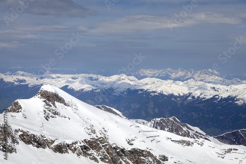 hochalpine Landschaft in Österreich #185677764