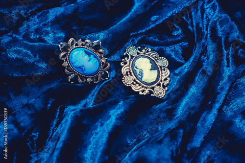Ancient Victorian brooch lady with camellias Fototapeta