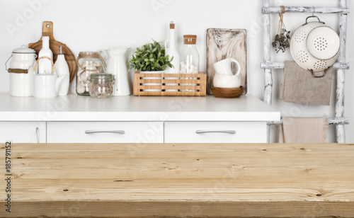 Pinturas sobre lienzo  Brown wooden texture table over blurred image of kitchen bench