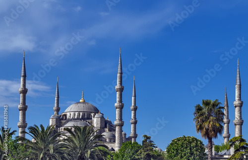 Photo  Blue mosque six minarets and eight secondary domes, Istanbul, Sultanahmet summer park