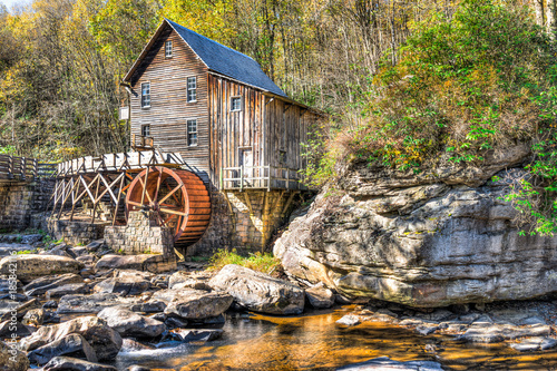 Babcock State Park Old Grist Mill in West Virginia autumn with river Fototapet