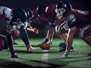 gracze futbolu amerykańskiego są gotowi do startu
