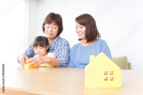 Photo Family entertaining real estates