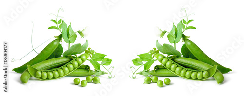 Green peas isolated on white background. - fototapety na wymiar