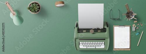 Fotografía  Scrivania con macchina per scrivere